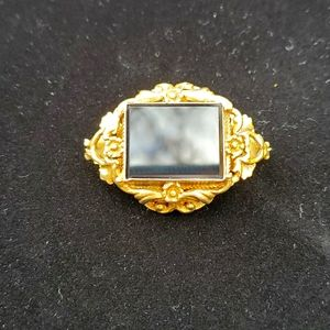 Jewelry - Black onyx vintage brooch, gold tone or filled